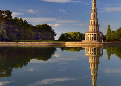 La pagode de Chanteloup se reflétant dans son étang